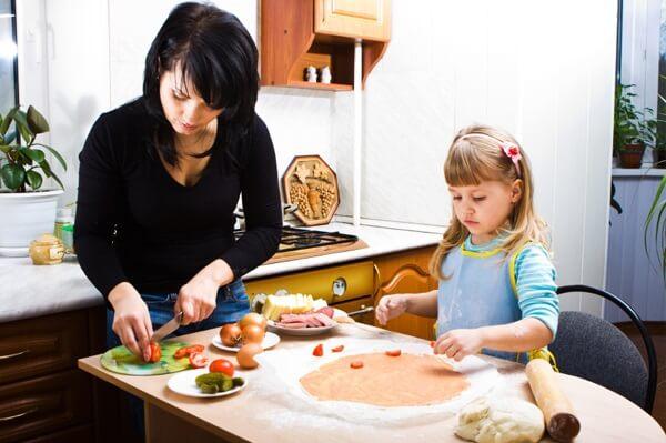 Photo of Ужас! Дети не умеют готовить еду и боятся кухни!