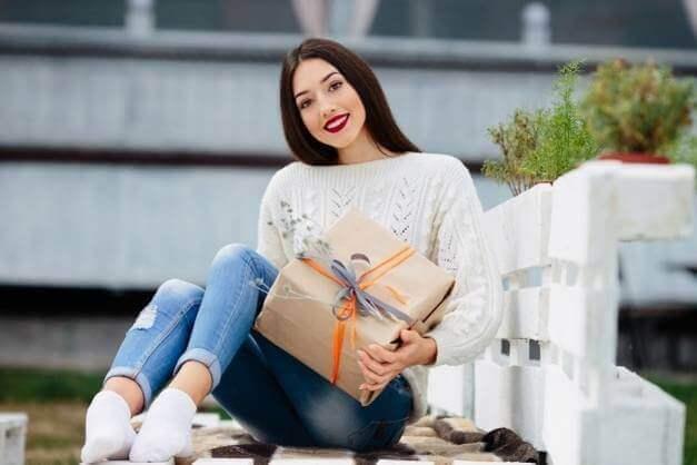 Photo of Что можно подарить девушке, и какой лучше подарок сделать ей