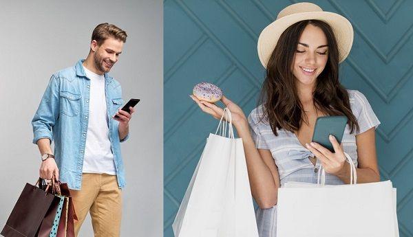 Парень делает девушке комплименты по переписке через телефон